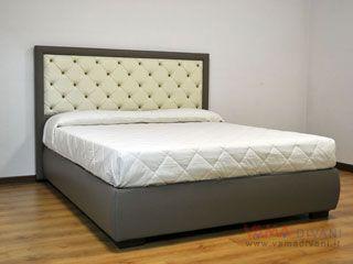 Il letto con contenitore con meccanismo u ca doppia alzatau d una