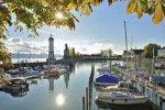 Herbstlich zeigt sich der Bodensee am Lindauer Seehafen
