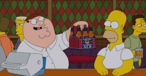 Peter offre a Homer la sua birra preferita, immagine tratta dal trailer di The Simspons Guy.
