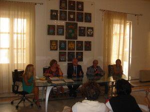 Il Commissario Ortello_ con il Dirigente_e i funzionari dell'Ente_durante la stipula del contratto