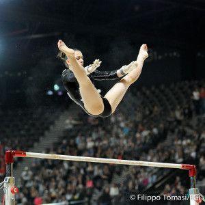 Ginnastica artistica Europei 2015: buona prestazione anche per Martina Rizzelli, che si classifica quinta alle parallele con un totale di 13.933 punti.
