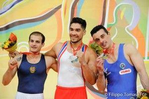 Ginnastica artistica Europei 2015: un grande Alberto Busnari conquista il terzo gradino del podio e quindi la medaglia di bronzo nel cavallo con maniglie, con un totale di 15.200 punti.