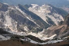 alpi apuane e le cave di marmo