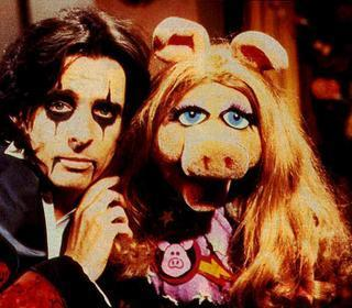 Alice Cooper & Miss Piggy at the Muppets show