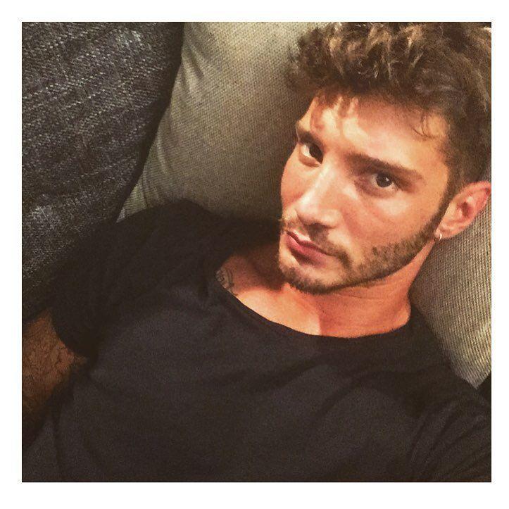 http://www.kontrokultura.it/wp-content/uploads/2016/06/Amici-15-Stefano-De-Martino.jpg