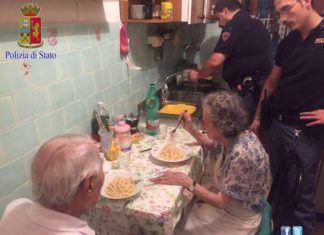 poliziotti e anziani