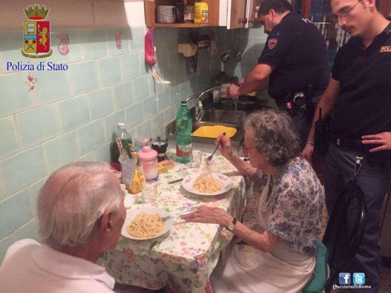 Roma: poliziotti ai fornelli per una coppia di anziani