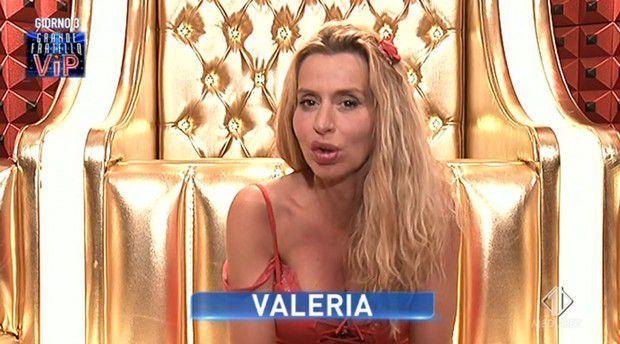 Grande Fratello Vip: Valeria Marini isolata dal gruppo