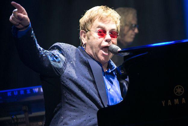 Grave infezione per Elton John,