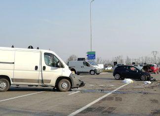 Incidente frontale furgone