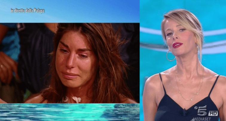 Bianca Atzei piange in diretta all'Isola per Max Biaggi