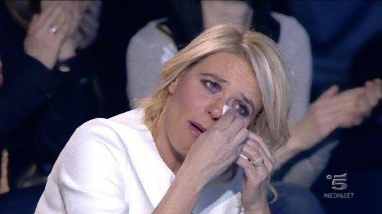 Maria De Filippi finisce nei guai: arriva la denuncia per la conduttrice