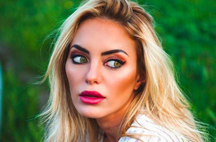 """Elena Morali aggredita da un paparazzo: """"Non si picchiano le donne…"""""""