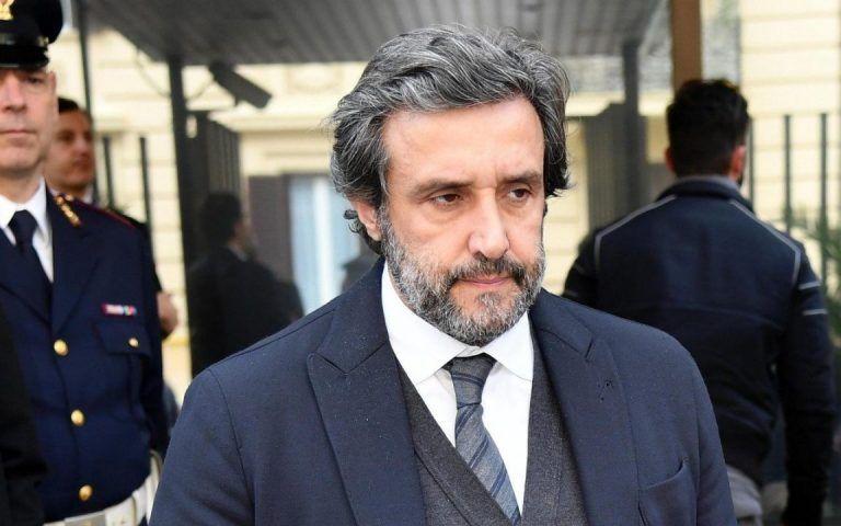 Flavio Insinna, si mette male per il conduttore: la decisione definitiva della Rai