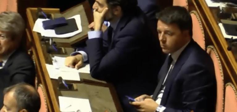 Figuraccia di Matteo Renzi in Senato: mentre Conte parla lui chatta – Video