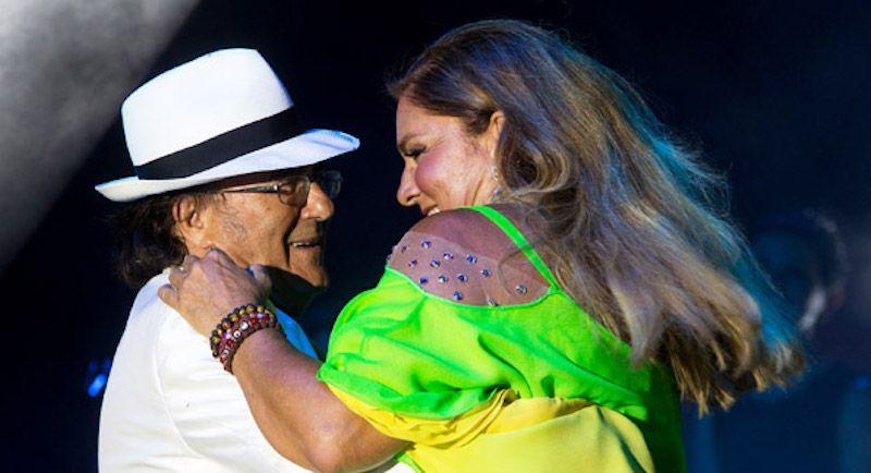 Albano Carrisi e Romina Power: il bacio sul palco di Genova