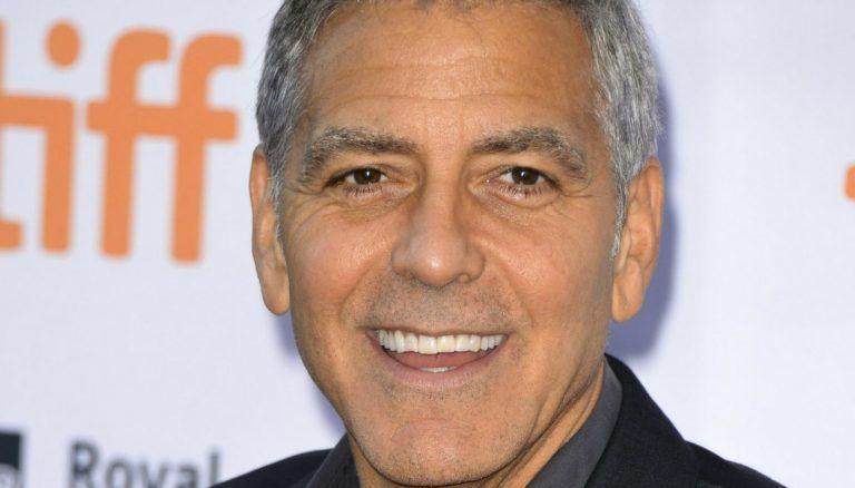Olbia, incidente in moto per George Clooney: l'attore si schianta contro un'auto e finisce in ospedale