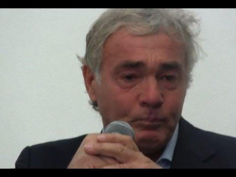 Brutto incidente per Massimo Giletti: il giornalista si presenta ferito a Non è l'Arena [FOTO]