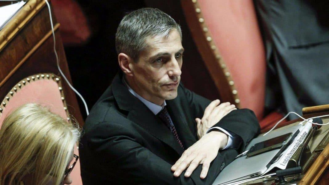 Il senatore Airola tenta il suicidio, salvato dalla sorella