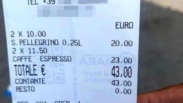 """""""Vergogna"""": lo scontrino scandalizza il turista, 43 euro per 2 caffè e acqua"""