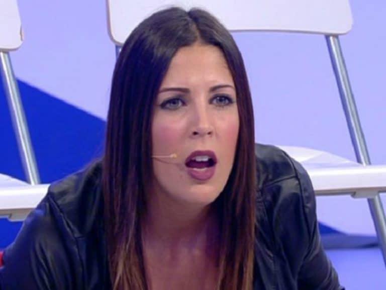 """Uomini e Donne, Martina Luchena contro gli zingari: """"Italia di m***a!"""""""