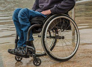 Uomo colpito da paralisi torna a camminare