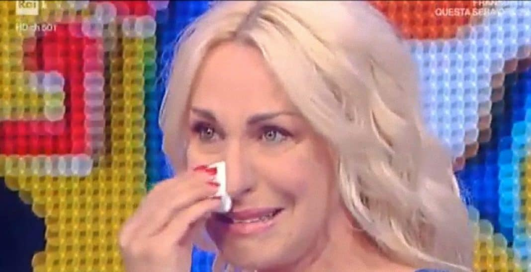 Risultati immagini per antonella clerici piange