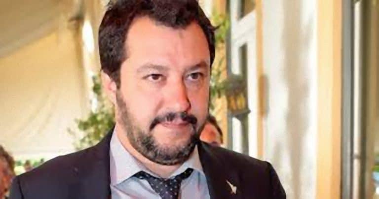 'Il piacere proibito di Matteo Salvini? La sera sul divano guarda..': la confessione choc