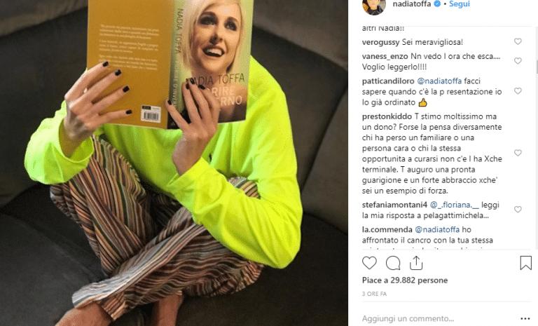 """Nadia Toffa: """"Il cancro è un dono…"""" Insulti per la Iena: """"Vomitevole, offendi i malati…"""""""