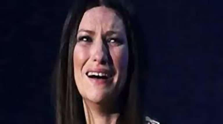 Laura Pausini sotto choc, crollo in diretta Tv del conduttore di Iberica Antenna 3