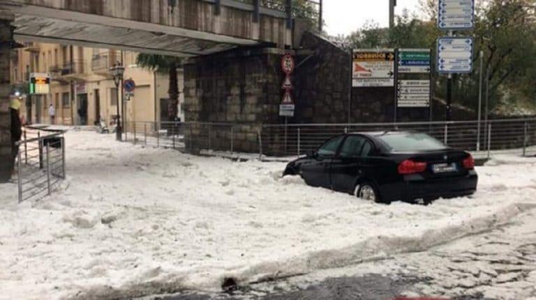 Liguria, grandinata record: le città nella morsa del maltempo – FOTO e VIDEO