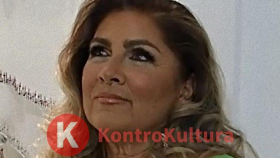 Toglie E' Si Maglietta Lo Al La Moglie Di Romina PowerL'ex Bano 4Lj5RA