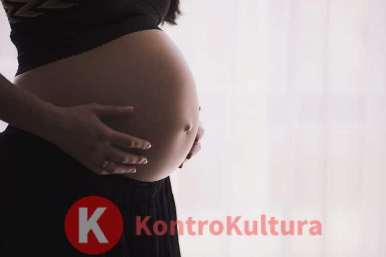 La storia di Carla: scopre di avere un tumore all'utero durante il parto