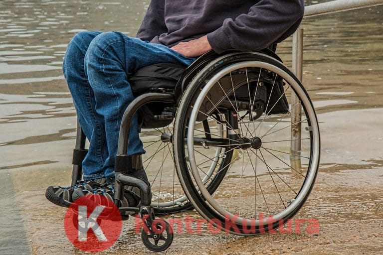 Tre pazienti con lesioni al midollo spinale tornano a camminare grazie a un innovativo programma di riabilitazione