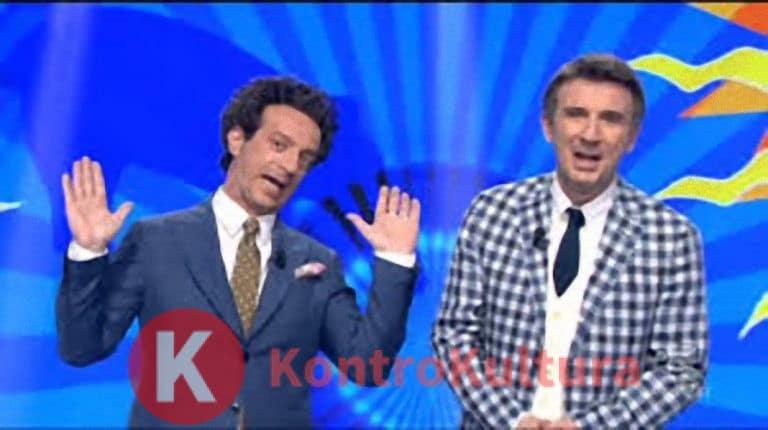 Ficarra e Picone in imbarazzo a Striscia la Notizia: una velina rimane senza vestito (Foto)