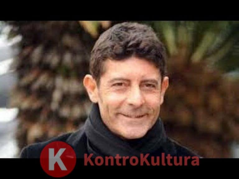 Luca Laurenti, incidente bollente: nudo integrale e fisico da urlo (foto)