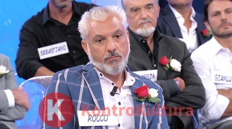 Anticipazioni Uomini e Donne puntata di oggi 6 maggio, Rocco in lacrime dice addio al Trono: 'Sono stressato…' (Video)