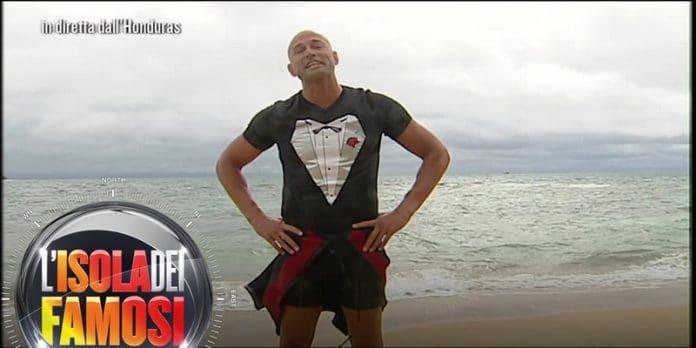 Isola dei Famosi, Stefano Bettarini nuovo concorrente: rimpiazza un naufrago