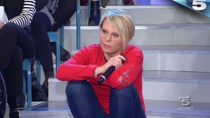Maria De Filippi insulta Lorenzo Riccardi in diretta: 'Sei una mer*a'