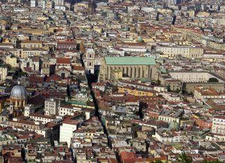 Napoli episodio violenza donne via chiaia