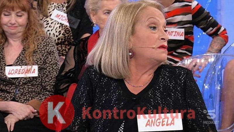 Uomini e Donne, Angela Di Iorio abbandona il trono over piangendo