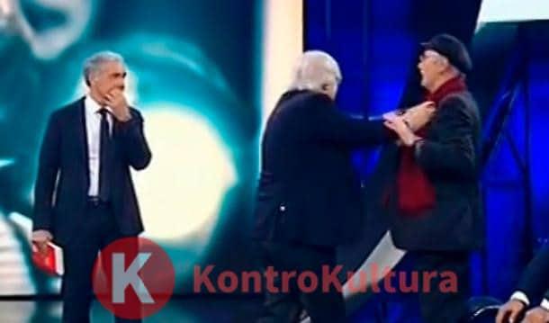 Pomeriggio 5, Vittorio Sgarbi attacca Barbara D'Urso: la conduttrice risponde così