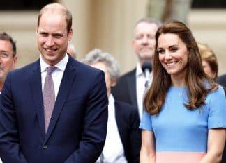 William e Kate Middleton sorridenti a un evento