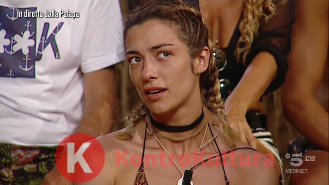 Isola: Alessia Marcuzzi cala… la bretella