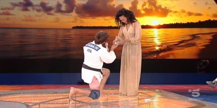 Isola dei Famosi vincitore: Marco Maddaloni trionfa e fa una proposta di matrimonio in diretta tv