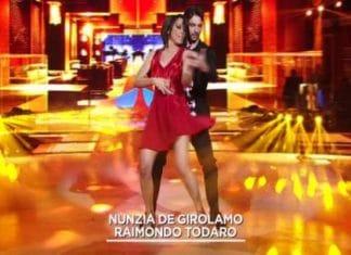 Ballando con le stelle, malore per Raimondo Todaro dopo l'esibizione