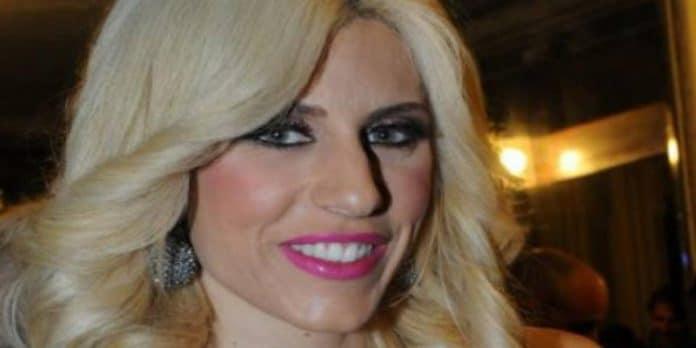 Paola Caruso rifiutata dal padre in diretta a 'Live- Non è la d'Urso'