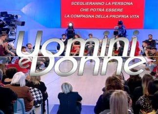 Uomini e Donne, segnalazione di Raffaella Mennoia: 'Avete rotto, disonesti'