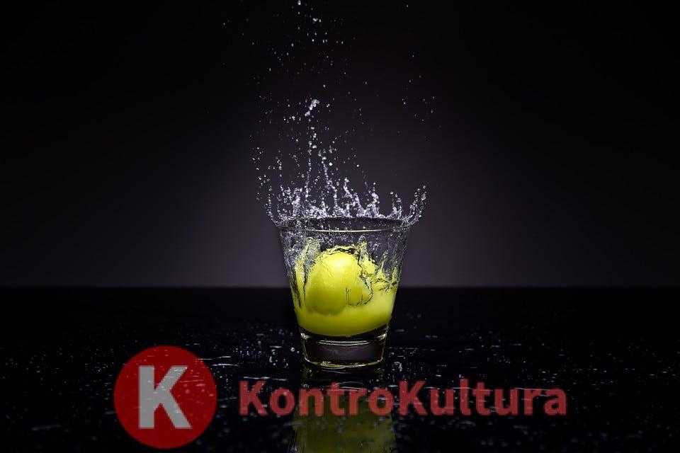Bere acqua e limone ogni mattina fa bene: verità o falso mito?