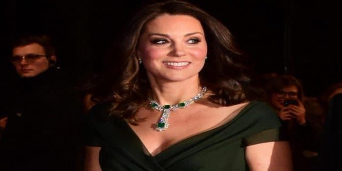 Kate Middleton: il mistero dei cerotti alle dita, le ipotesi dei tabloid